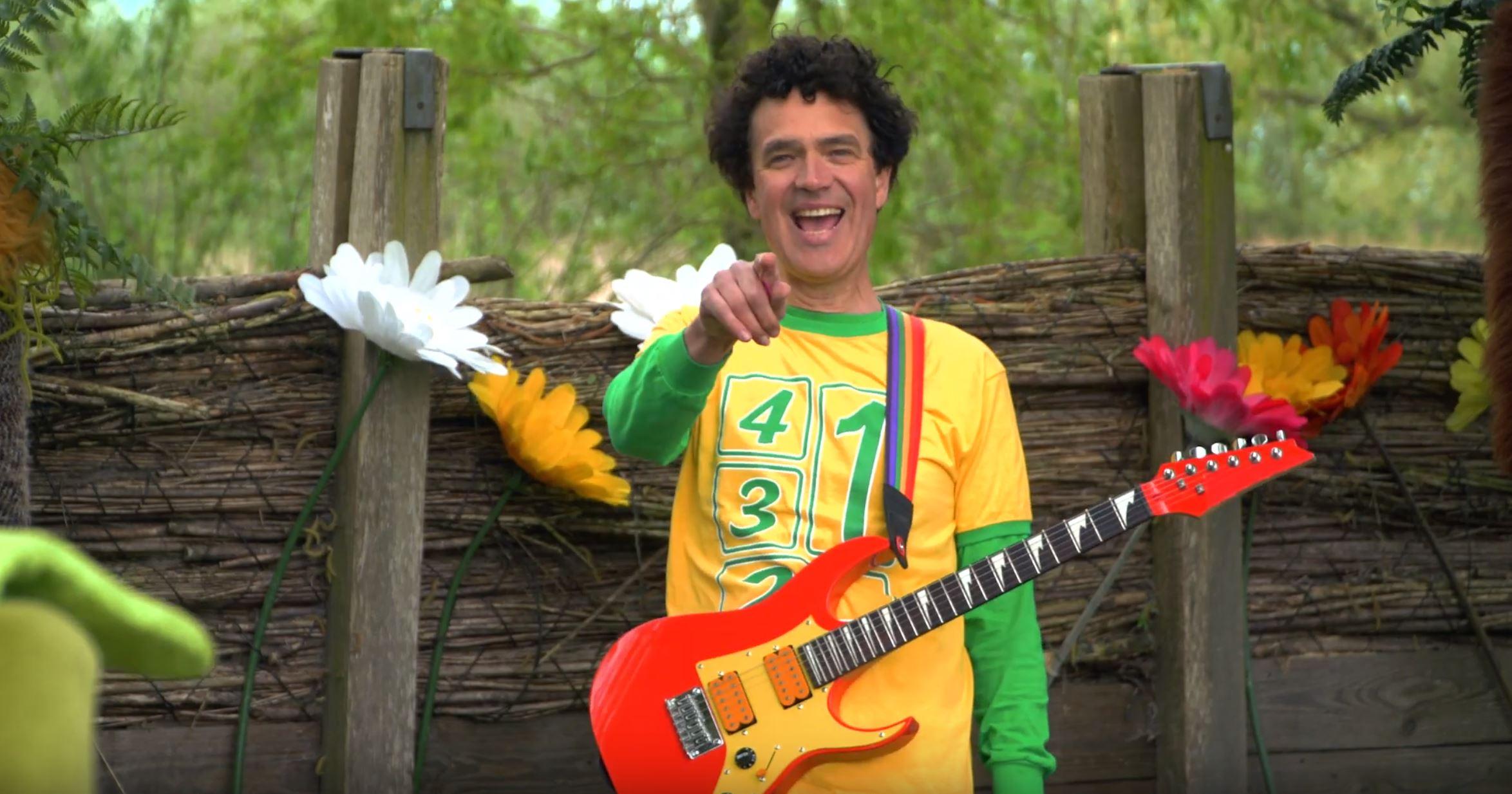 Dirk Scheele In Holland staat een Huis YouTube clips